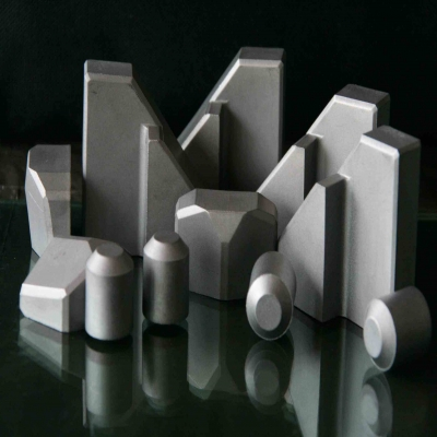 哪一种钢材的硬度高?